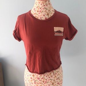 Cropped graphic billabong shirt
